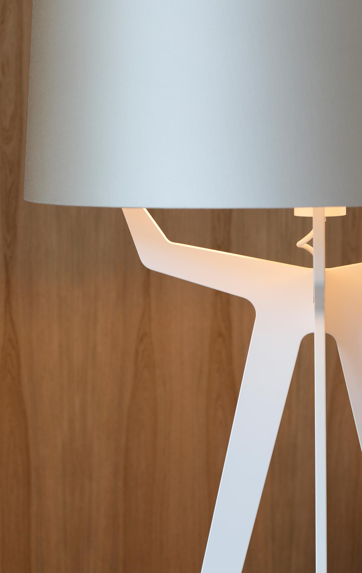 Balada_fenix_white_impessionen_closeup_fenix_white_no35_xl_floor_lamp_lights_on_image1_001