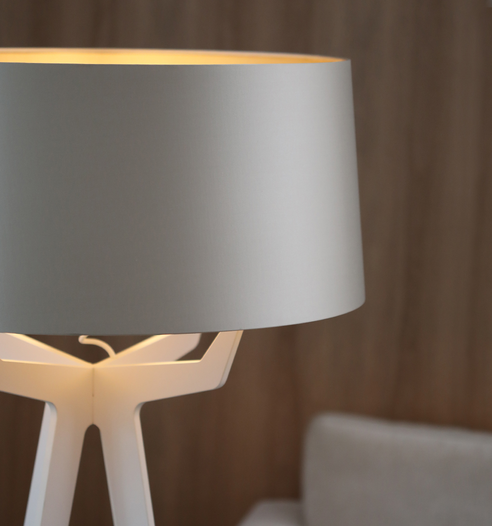 Balada_fenix_white_impessionen_closeup_fenix_white_no35_xl_floor_lamp_lights_on_image2_001